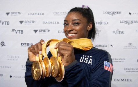 Biles shows off her five new gold medals.