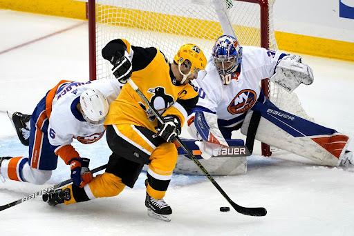Sidney Crosby attempts to put the puck past Islanders goaltender Ilya Sorokin(AP/Gene J. Puskar)